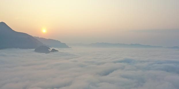 航拍贵州兴义云湖山:日出云海 美若仙境
