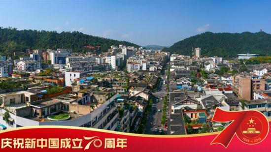 """新中国之贵州记忆丨 1979-1989 年,他们见证""""小城镇""""变成了大都市"""