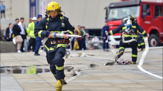 我是消防员我自豪,119消防日走进花果园消防站