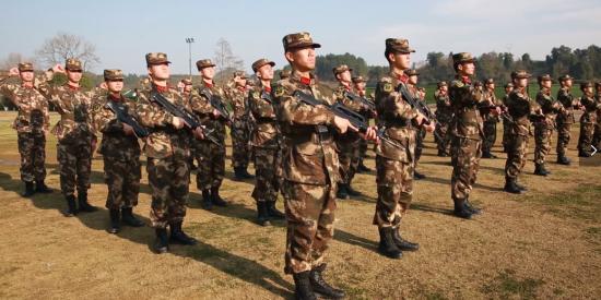 武警遵义支队举行新兵授枪仪式:授的是钢枪 接的是责任