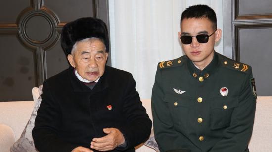 """这个老乡见老乡规格很高哦!贵州两位""""时代楷模"""":杜富国和黄大发又见面了"""