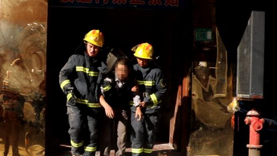 驚險!仁懷消防30分鐘救出兩名被倒塌墻體壓住工人