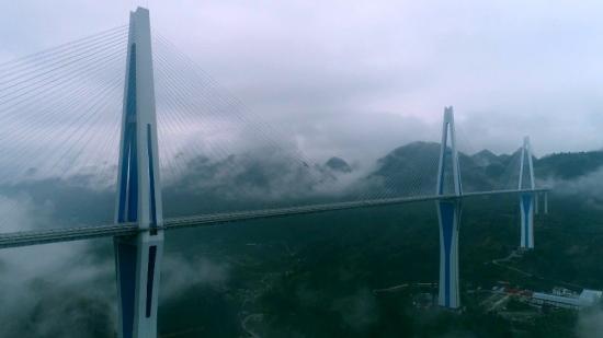 霧鎖山城,云海景觀,航拍下的平塘特大橋