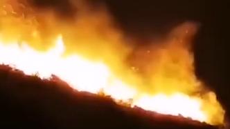 汕头南澳岛山火燃烧一夜未灭 消防:火势仍然较大