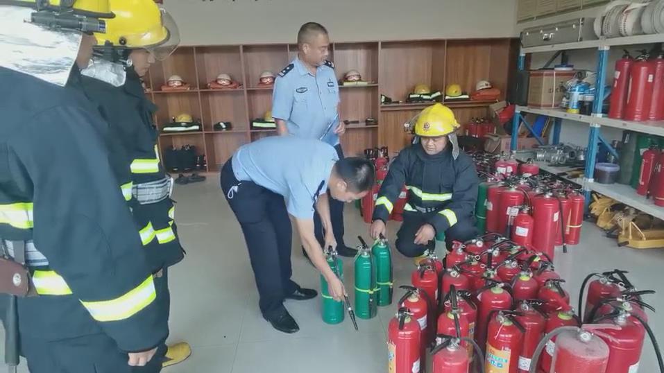 石板派出所深入辖区开展消防安全检查