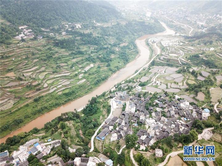 这是黔东南苗族侗族自治州凯里市湾水镇洪溪村(5月22日无人机拍摄).