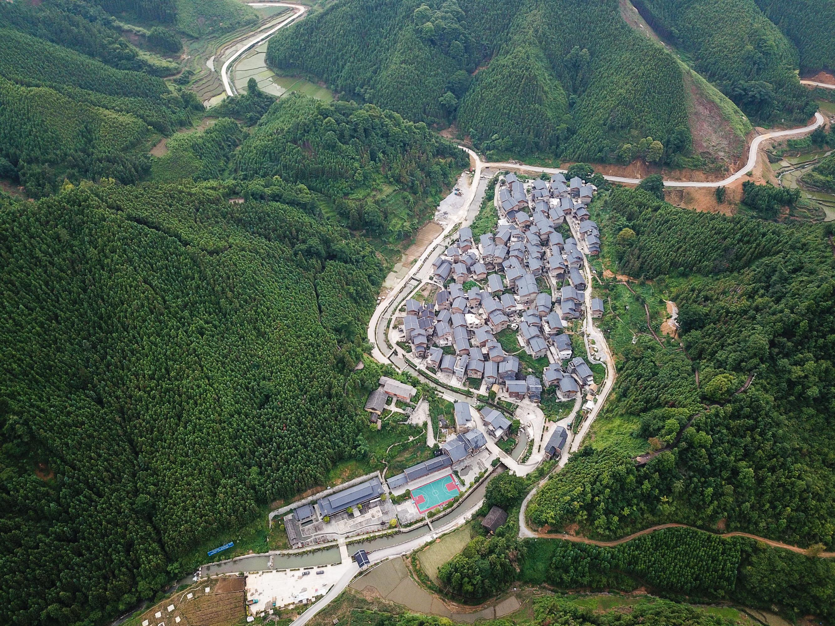 6月14日航拍的贵州省册亨县秧坝镇福尧村的乡村景色.