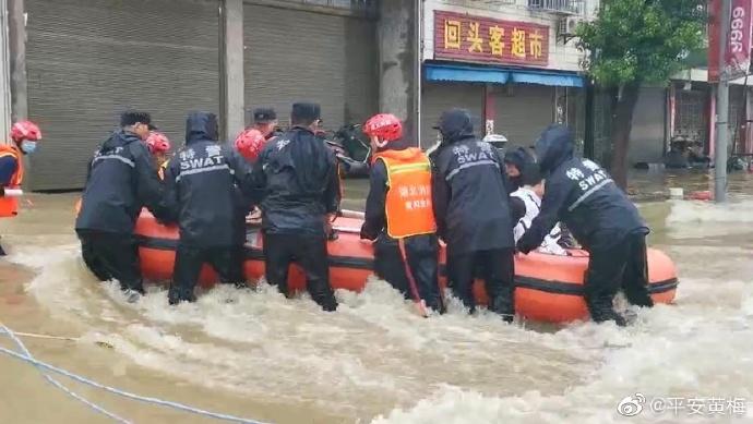 湖北黄梅近500名考生因暴雨被困 遇到暴雨天气我们应该注意什么